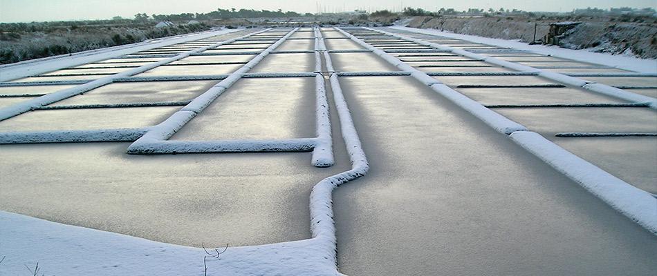 Les Marais salants en hiver sous la neige
